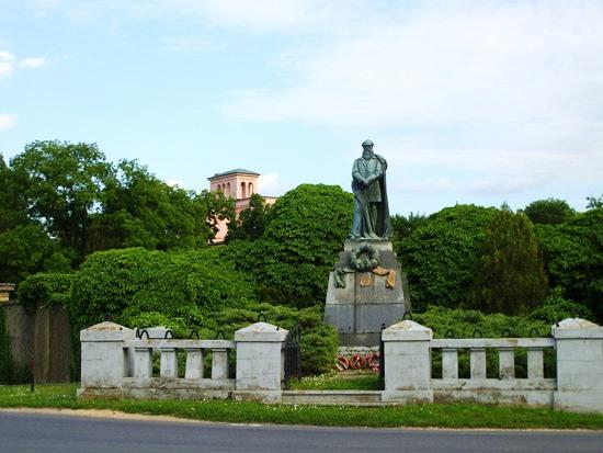 Batthány-szobor Ikervár
